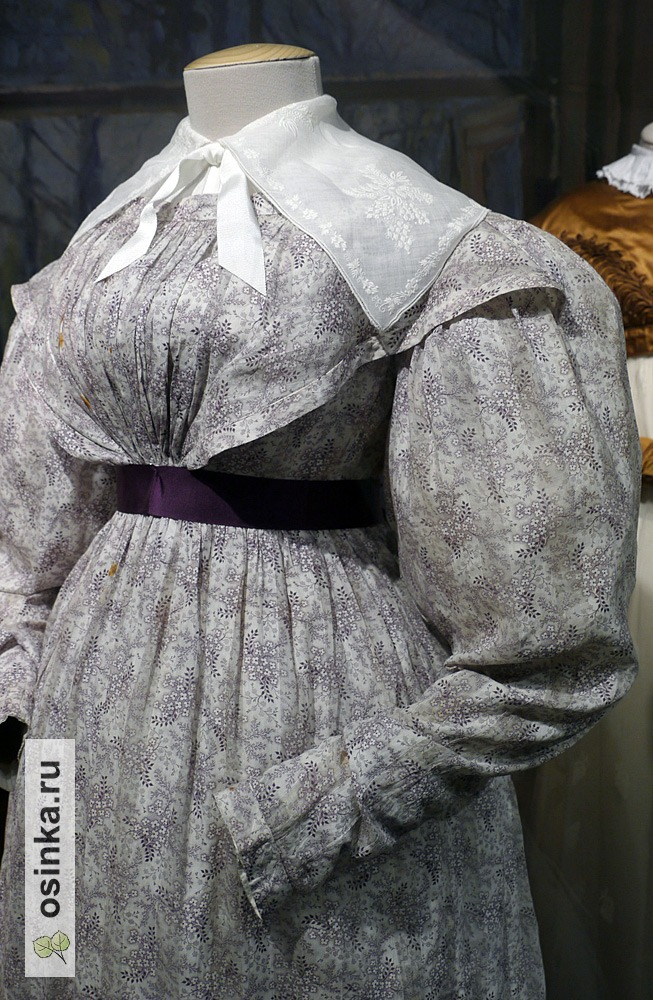 Фото. Платье дамское, набивной ситец, репсовый пояс с пряжкой. Россия, 1830 г.