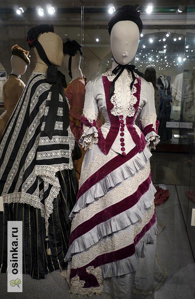 Фото. Платье дамское, шелковый репс, отделка бархатом, оборки-плиссе из основной ткани, ленточное и игольное кружево. Франция, конец 1875 г.