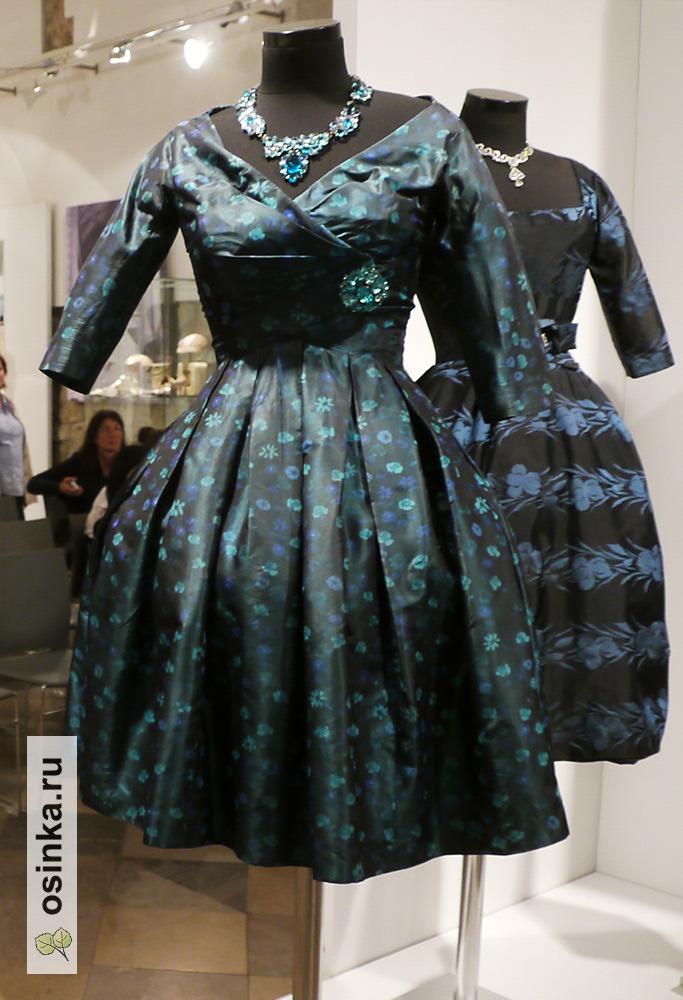 Фото. Коктейльное платье с драпированным корсажем, Дом моды Lanvin, Париж, 1955 год.