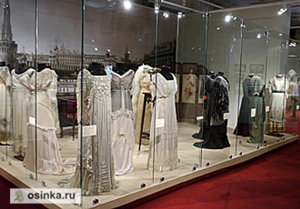 "Фото. На выставке ""Мода в зеркале истории"". Модели 1910-х гг."