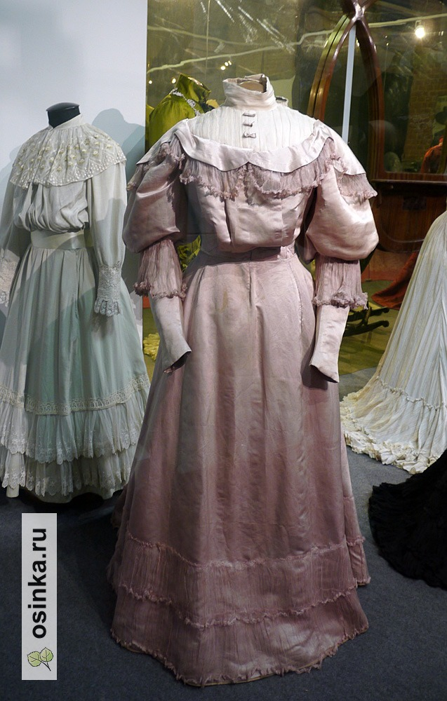 Фото. Платье дамское (лиф и юбка) , шелк, х/б ткань, кружево, вышивка. Россия, 1900-е гг.