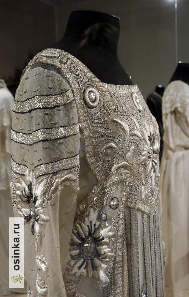 Фото. Платье бальное от-кутюр , тюль, ручная вышивка, блестки, искусственный жемчуг. В стиле работ Н.П. Ламановой, 1910-е гг.