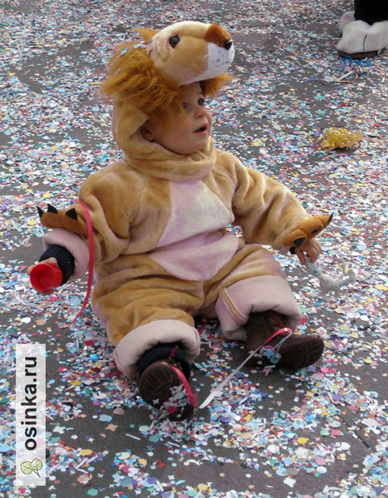 Фото. Милан, площадь перед Duomo, детский весенний карнавал.