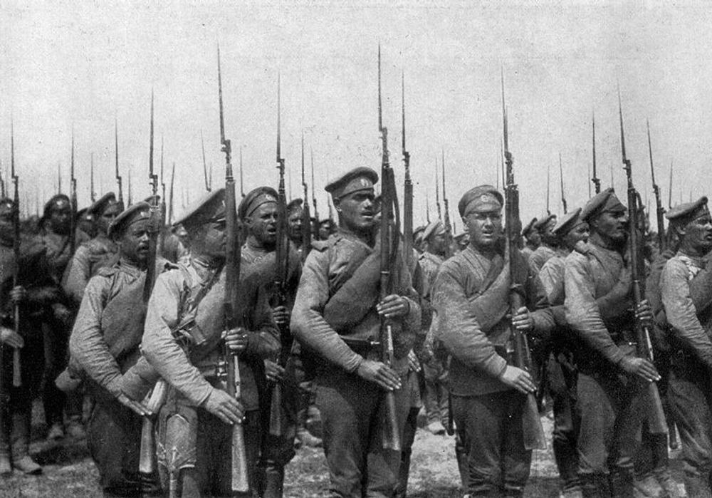 Фото. Русская пехота на марше. 1917 г.