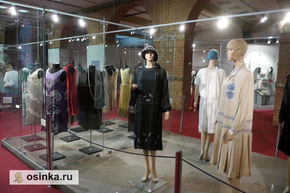 "Фото. На выставке ""Мода в зеркале истории"". Модели эпохи 1920-1930-гг."