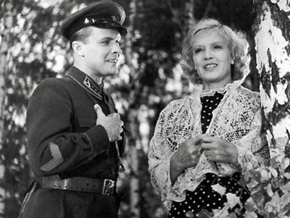 """Фото. Кадр из к/ф """"В шесть часов вечера после войны"""", 1944 г."""
