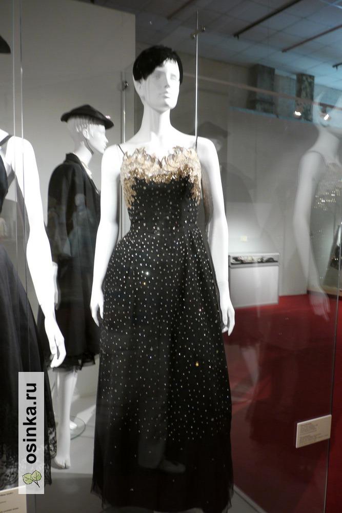 Фото. Платье вечернее , тюль, пайетки, стразы. США, 1953 г. Принадлежало Н. Чуйковой, дочери маршала В.И. Чуйкова.
