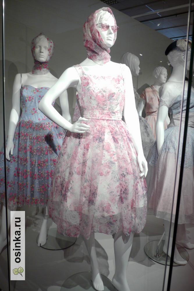 """Фото. Платье коктейльное в стиле """"New look"""" , нейлон. Москва, 1962 г."""
