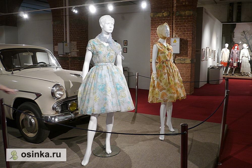 "Фото. На выставке ""Мода в зеркале истории"". Модели эпохи 1960-гг."