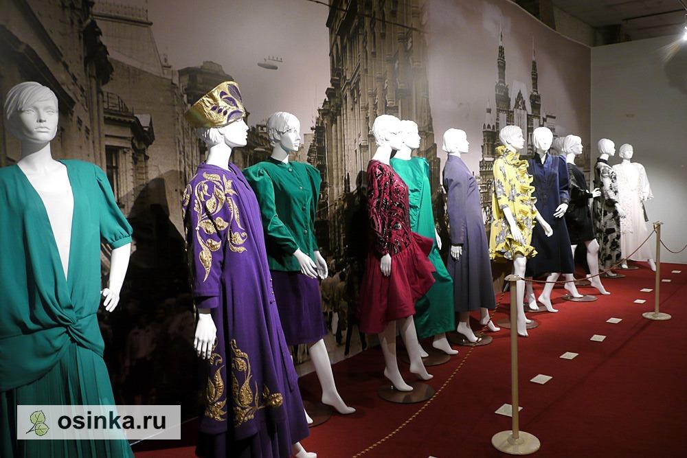 """Фото. В залах выставки """"Мода в зеркале истории"""", модели 1980-х гг."""