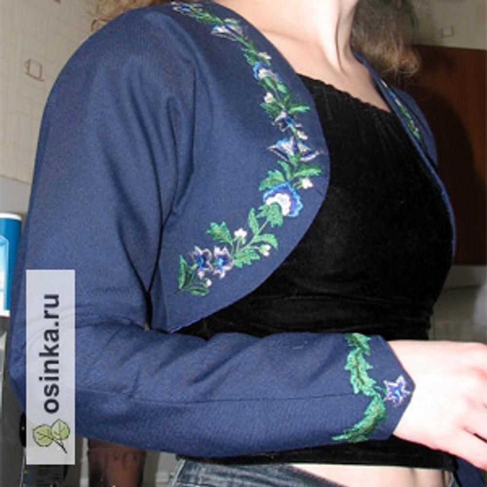 Фото. Жакет-болеро: шерсть, подклад - атлас, вышивка в технике многоцветной глади. Автор - OlySm .