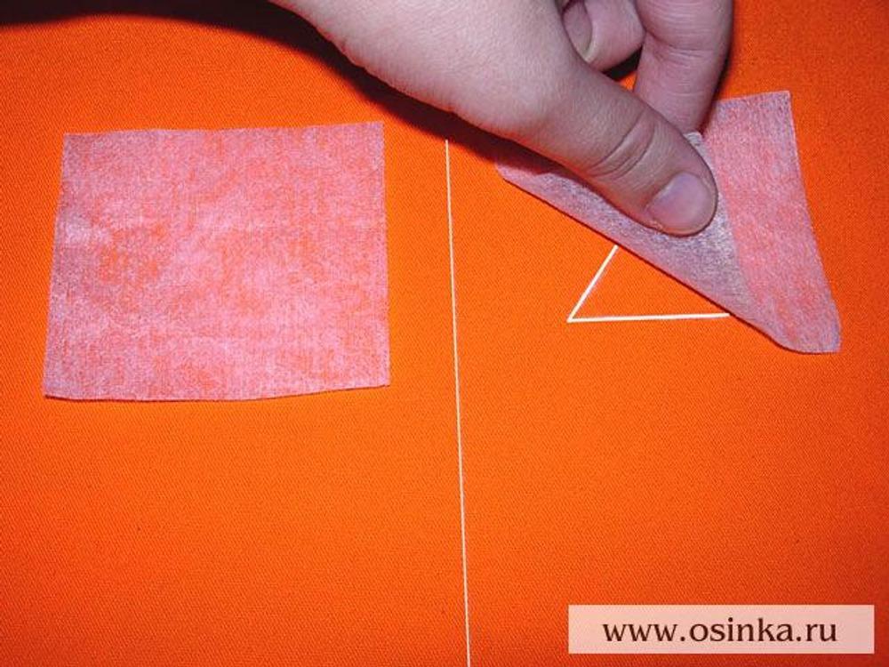 05. Наложить прямоугольники из флизелина на изнаночную сторону передней половинки сумки поверх размеченного контура глаз.