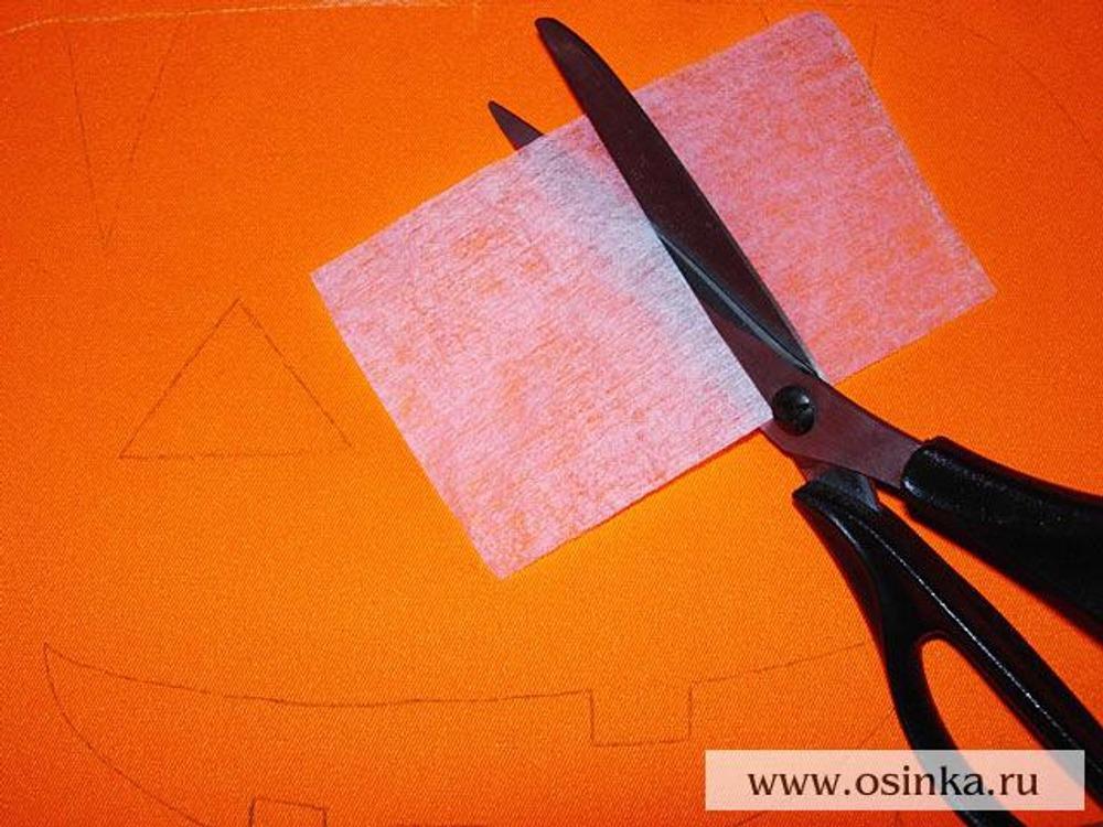 04. Из флизелина выкроить 2 прямоугольника размером 10х7 см.