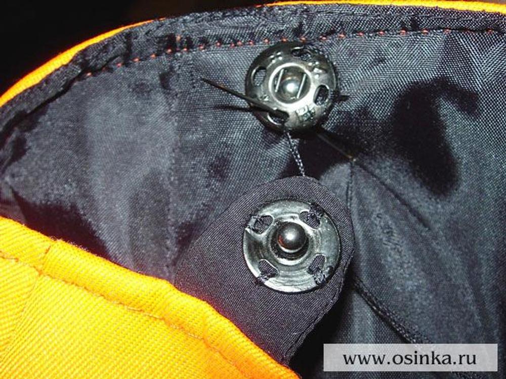 44. Пришить кнопки. На задней половинке – на паты. На передней половинке – на подкладку.
