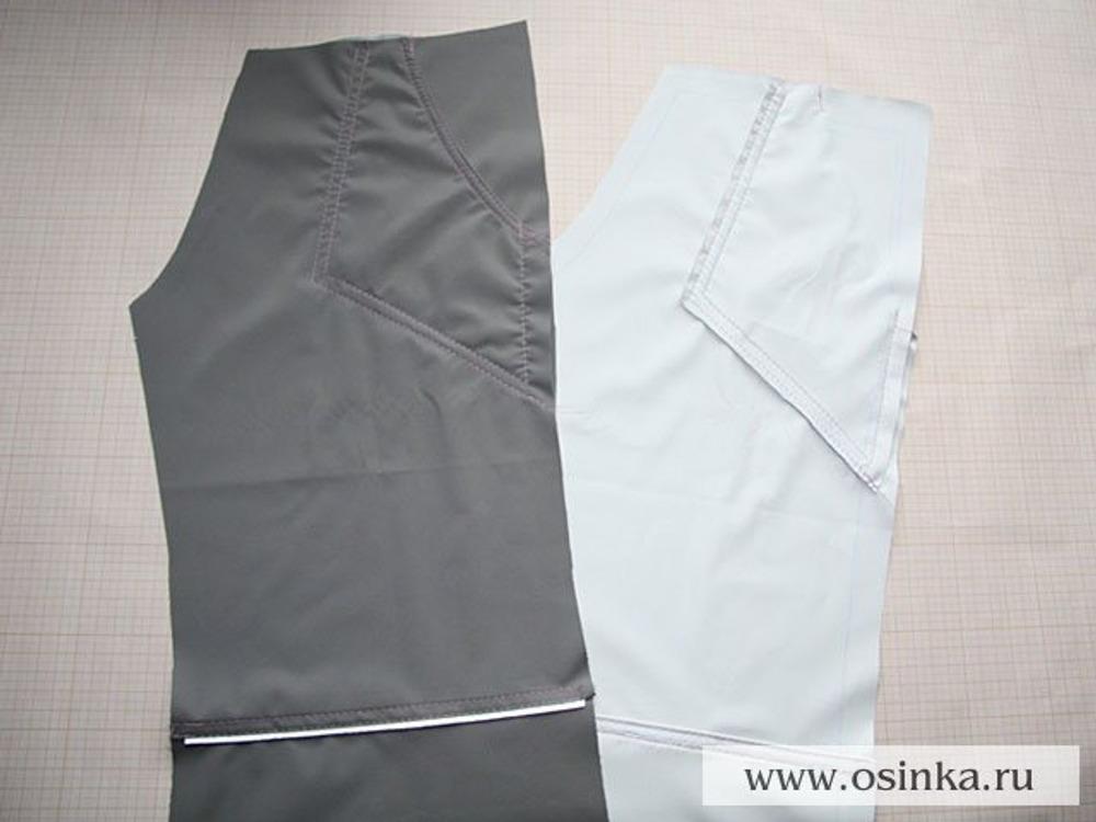 14. Обе части мешковины кармана пристрачиваем по контуру к лицевой стороне передних половинок брюк. В готовом виде передние части выглядят так.