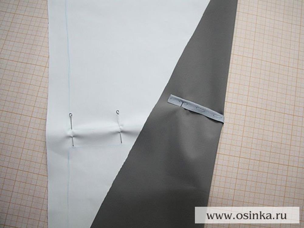 03. Кант фиксируем на основной ткани с лицевой стороны валиком наверх.
