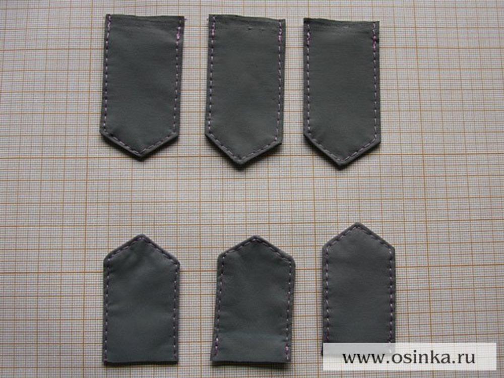 43. Пояс. Делаем заготовки для шлевок в количестве шести штук. Каждая шлевка будет состоять из двух деталей - верхней и нижней, скрепленных между собой при помощи кнопочки.