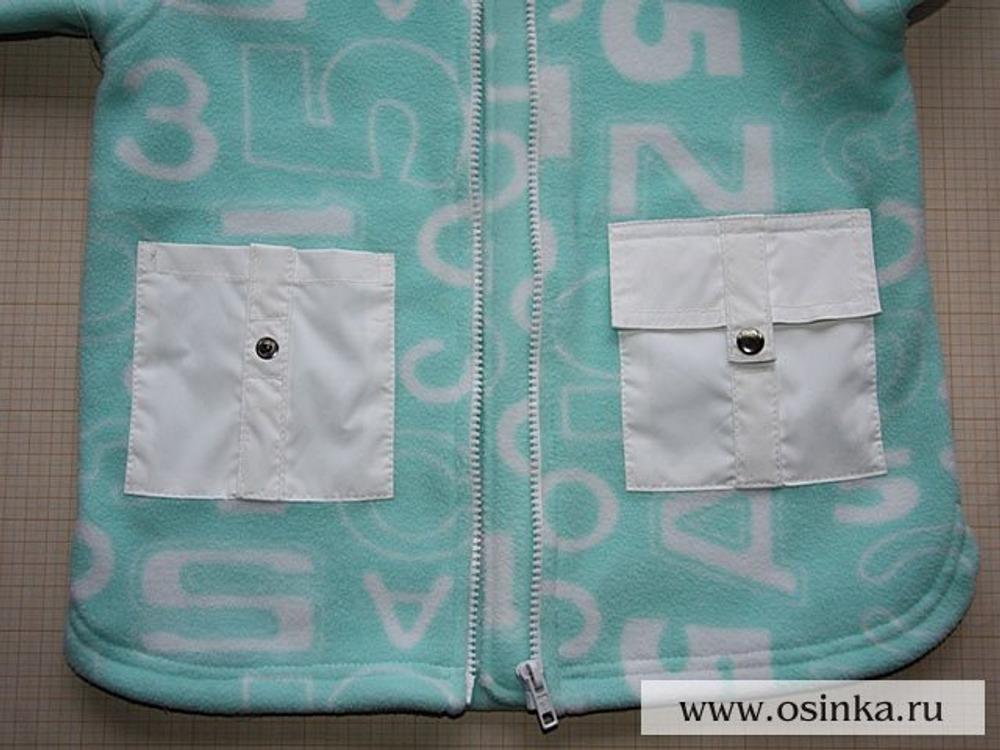 29. Нашиваем мешковину кармана на полочку (слева), далее пришиваем клапан (справа). При изготовлении, как в моем случае, было бы очень неплохо, чтобы кнопка и ее ответная часть все же совпали.