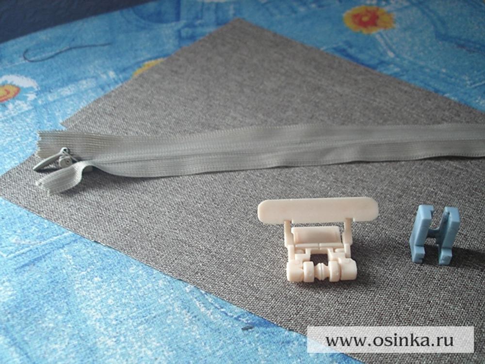 01. Для притачивания молнии нам понадобится специальная лапка для потайной молнии (если она есть), но можно воспользоваться и лапкой для притачивания молнии, которая идет в комплекте к швейной машине.