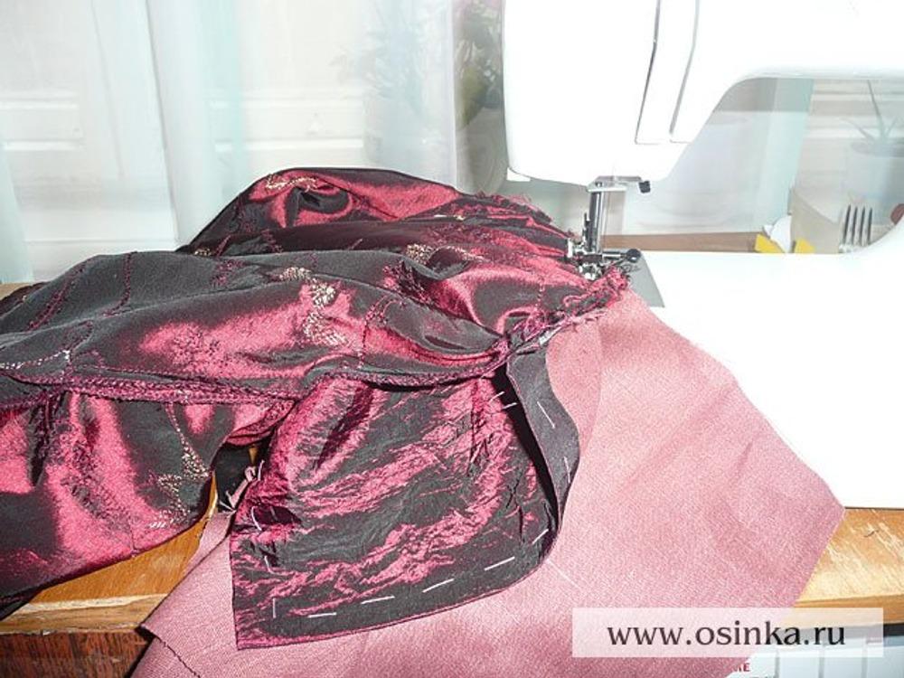 21. Соединяем лиф с насборенной юбкой, затем с юбкой из подкладки так, чтоб лиф оказался между юбками.