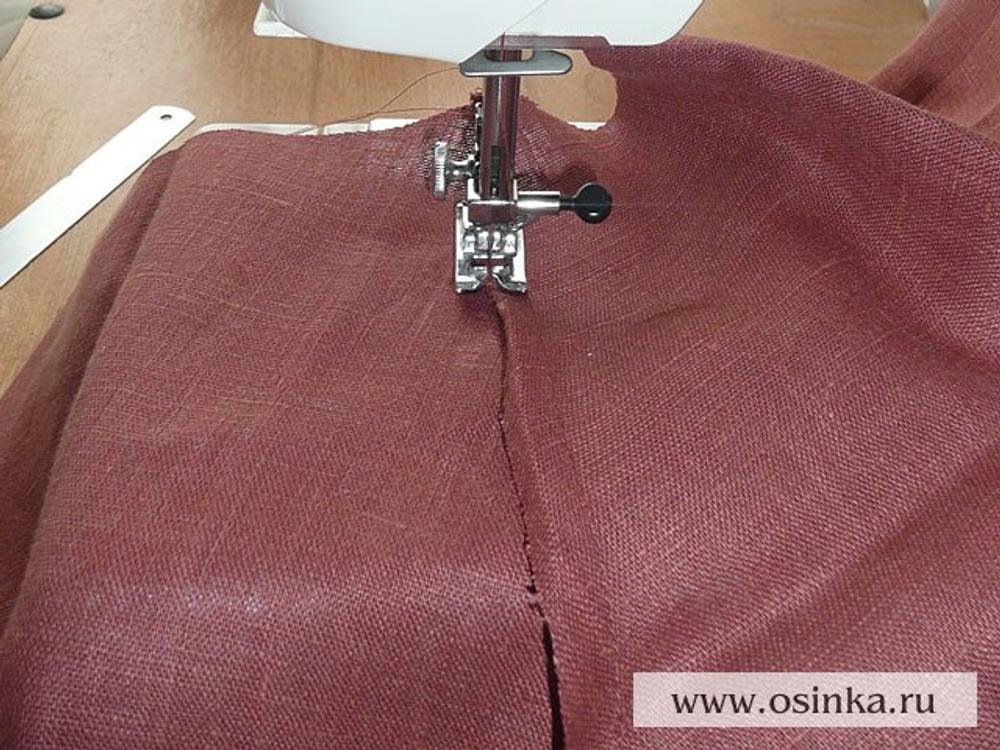 20. Стачиваем боковые швы юбки из подкладочной ткани бельевым швом (чтоб припусков не было видно ни с одной из сторон).