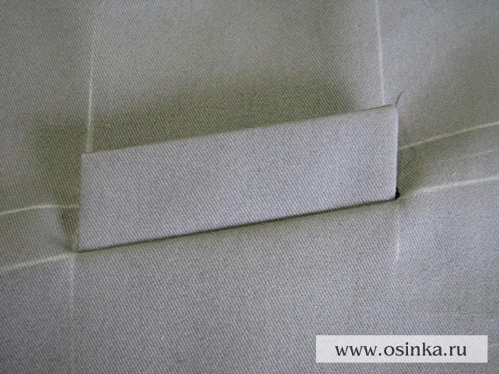 17. Выворачиваем припуски листочки и подкладку мешковины на изнанку.