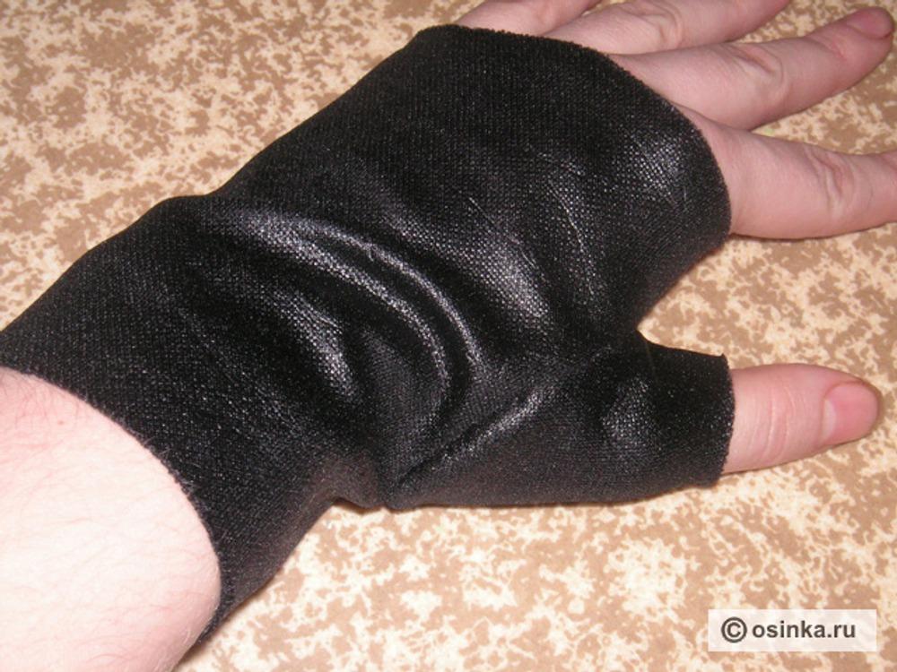 18. Выкраиваем изделие, сшиваем и вот уже почти готовая перчатка!
