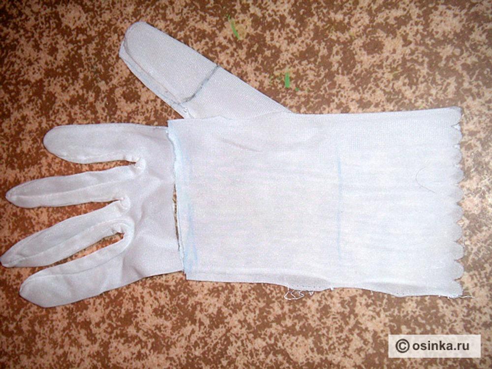 16. Так как я не нашла выкройки перчатки, использовала уже готовое и давно не нужное изделие. Распарываем, придаем нужную форму.