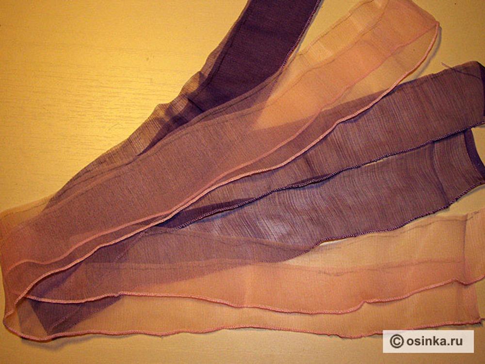 06. Отмерить необходимую ширину (ширина оборки + припуск с одной стороны на шов) и отрезать ленты.