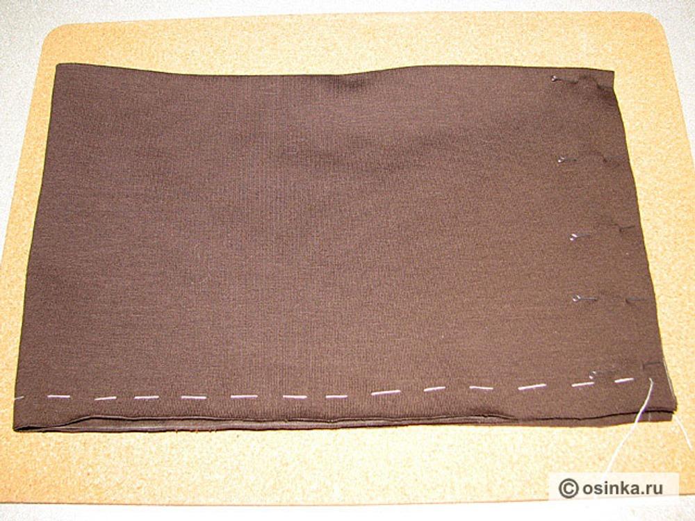 46. Сложить юбочку пополам по ширине, совместить срезы.