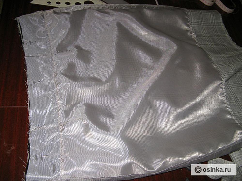 10. Сколоть подкладку с юбкой, совмещая верхние срезы.