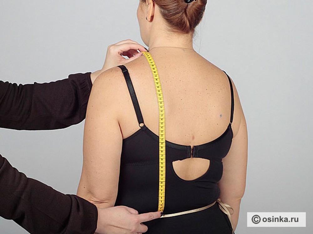 15. Дтс - длина спины до линии талии. Лучше всего использовать при измерении наплечник, но можно также, при согласии клиента, отметить необходимые точки маркером на теле. Измеряют от линии талии до точки основания шеи (высшей точки горловины) через лопатку параллельно позвоночнику. Это балансовая мерка.