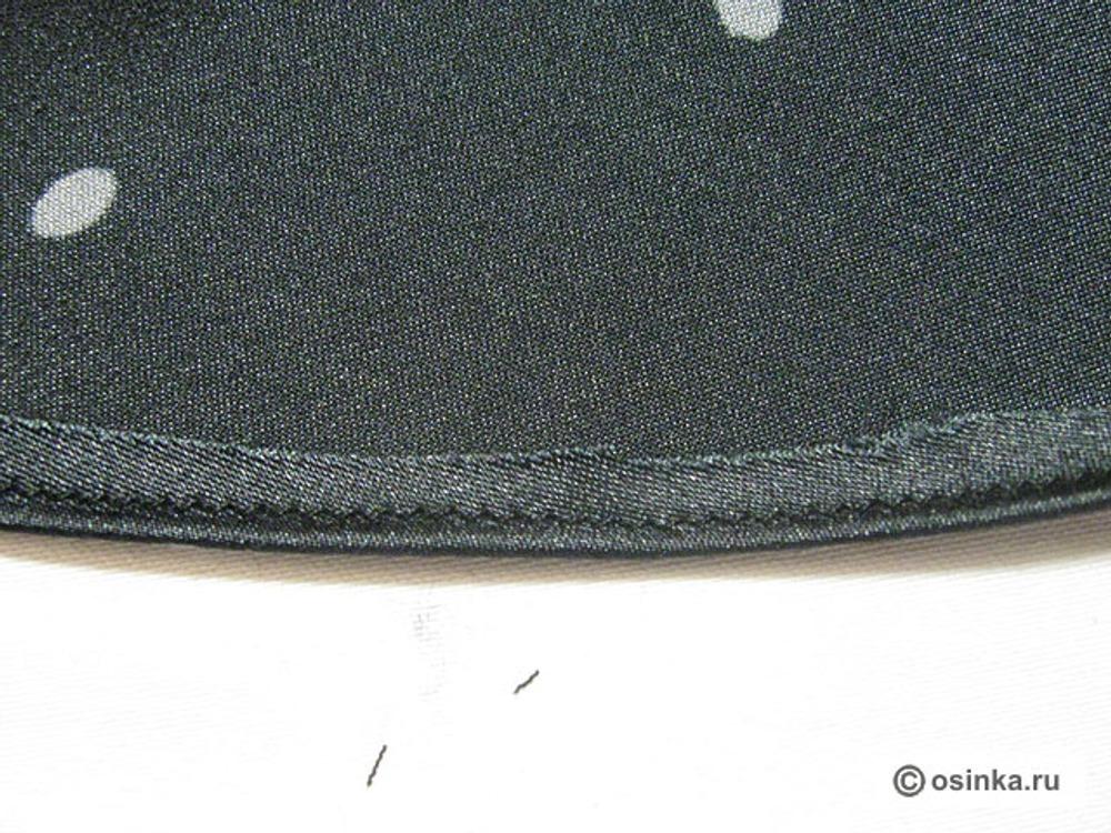 """28. Низ изделия подошьем """"московским швом"""": Подогнем 1 см ткани на изнаночную сторону. Прострочим прямой мелкой строчкой близко к сгибу."""