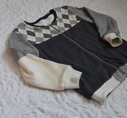 Фото. Бомбер - прекрасный вариант для утилизации остатков ткани. Автор работы - ЮлияБ