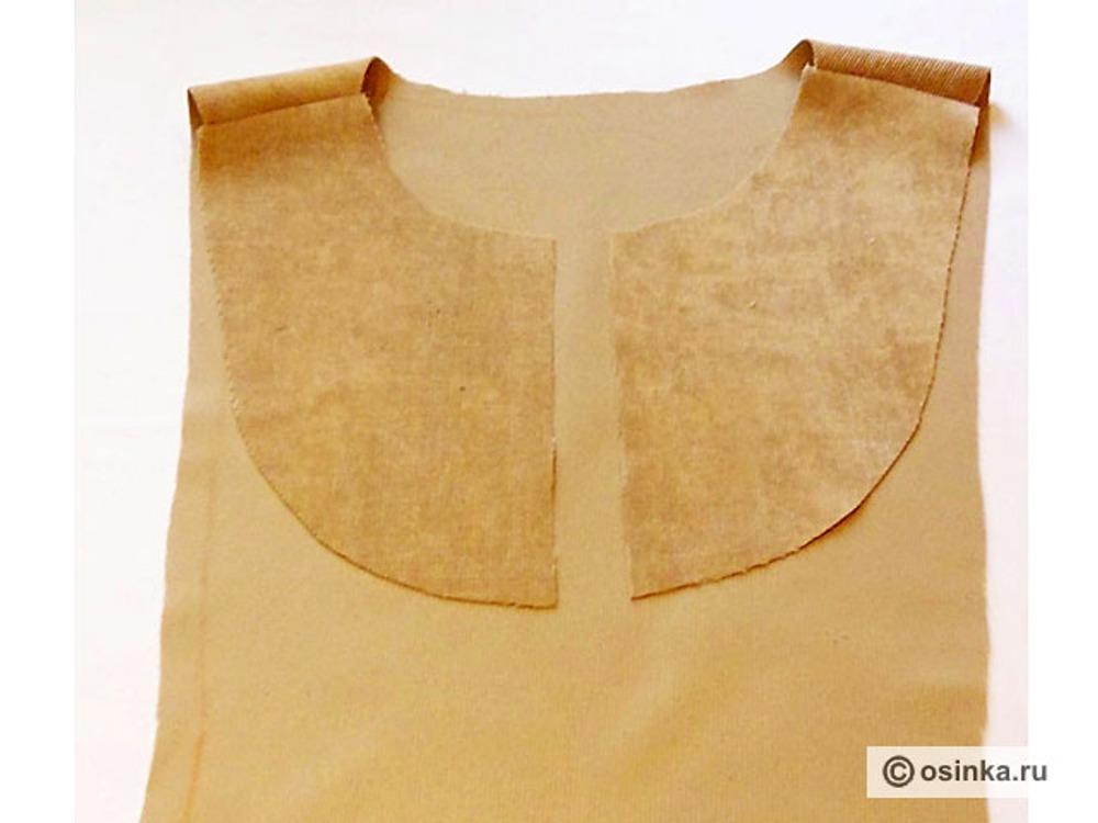 17. Стачиваем плечевые швы кокетки и центральной части спинки. Разутюживаем.