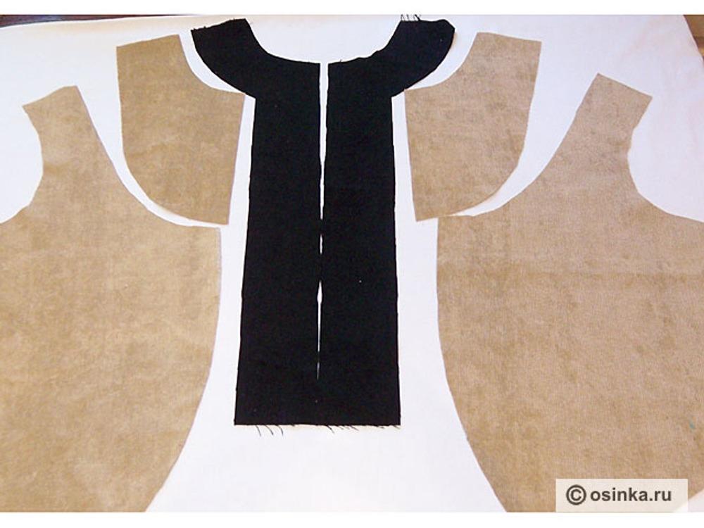 11. Выкраиваем детали полочки. Из основной ткани боковую часть полочки - 2 шт, кокетку - 2 шт, из ткани компаньона выкраиваем центральную часть полочки - 2 шт.