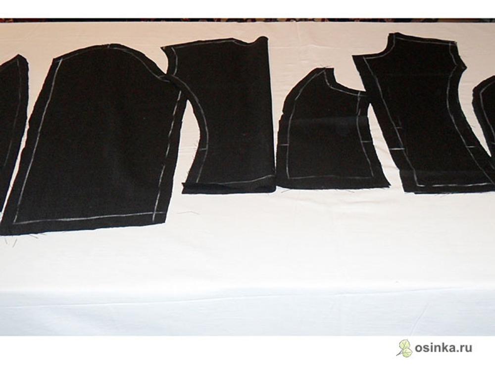 02. Из костюмной ткани выкраиваем детали жакета.