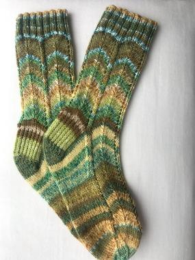 Фото. Ажурные носочки  из тоненькой носочной нитки: 75/25 шерсть/полиамид. Автор работы - Liuda12
