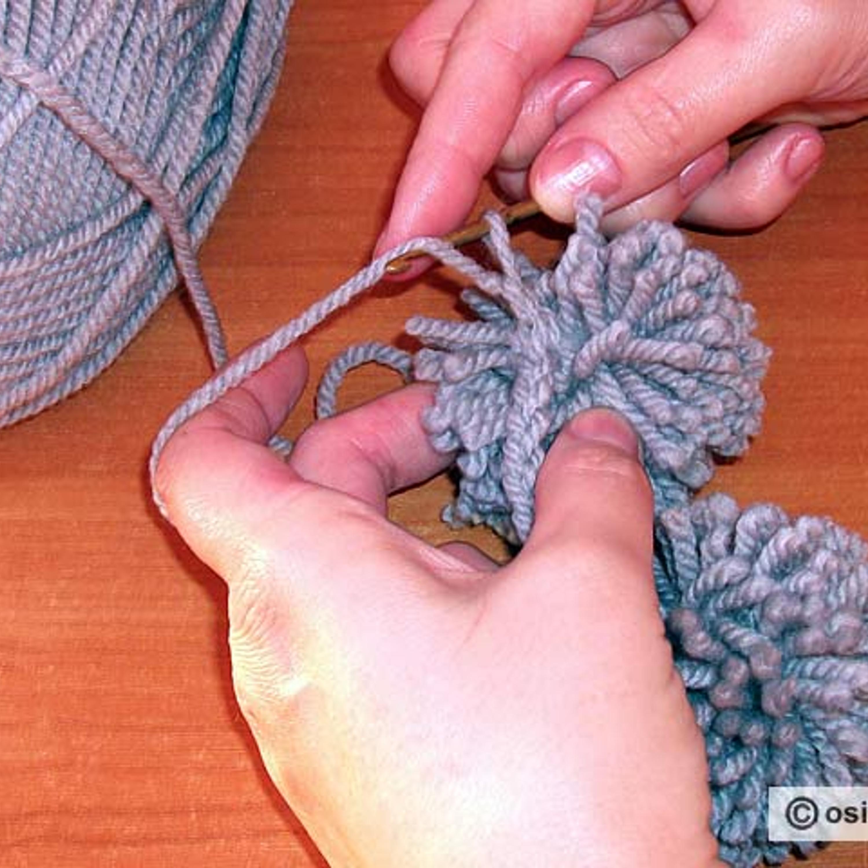 2-й ряд провязать столбиком с накидом. На крючке делают накид.