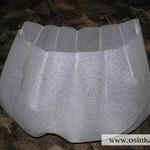 В соответствии с полученной формой и размерами сумки, делаем из изолона прослойку, которая выполняет не только влагозащитную функцию, но и держит форму сумки, при этом нисколько не утяжеляя ее. Комментарии: изолон – это синтетическая подложка под ламинат. Изолон – легкий, толщина его 2мм, он водостойкий и морозоустойчивый, его можно использовать при температурах от +80 град. до –80 град. Этот совет дали осинки на форуме. Спасибо осинкам! Сама бы никогда не догадалась!