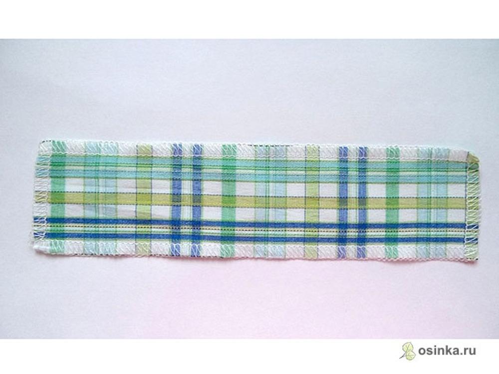 12. Выкраиваю кусочек ткани по долевой (долевик). Длина его на 5-6 см больше входа в карман, ширина 5-6 см, обметываю его со всех сторон (для вещей с подкладкой это делать не обязательно).