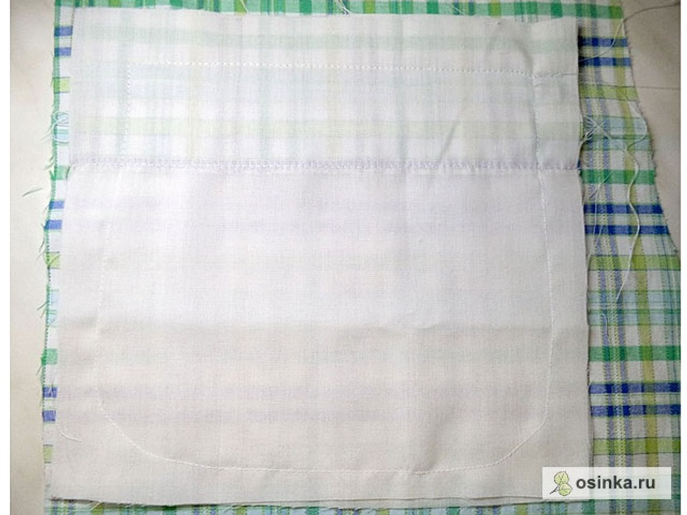 33. Края кармана обметываю, срезая лишнее, или обрабатываю бейкой. Для вещей с подкладкой это тоже не нужно делать.