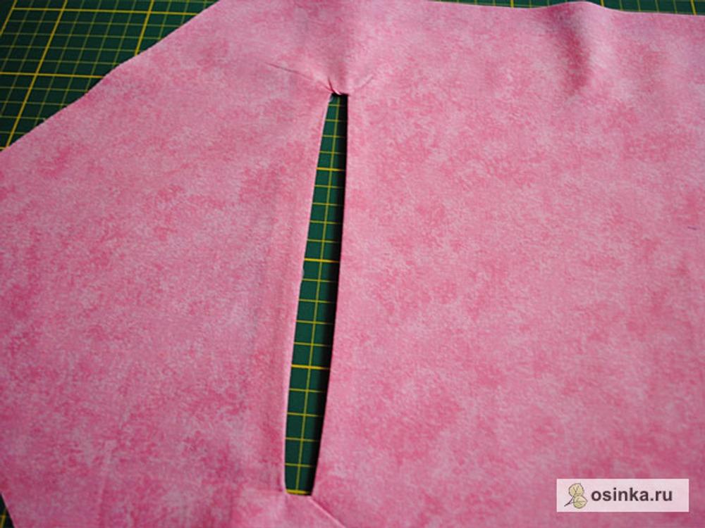47. Строчим зигзагом верх и стороны кармана, важно при этом не прострочить вместе с основой сумки.