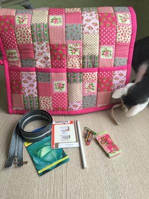 Молнии для всех для _Томик сшила коврик, трансформирующийся в накидку на швейную машину
