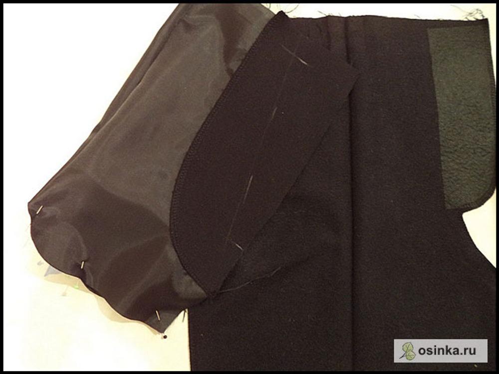 47. Булавки вынимаю и как будто выворачиваю карман, стачиваю его изнутри по свежим срезам.
