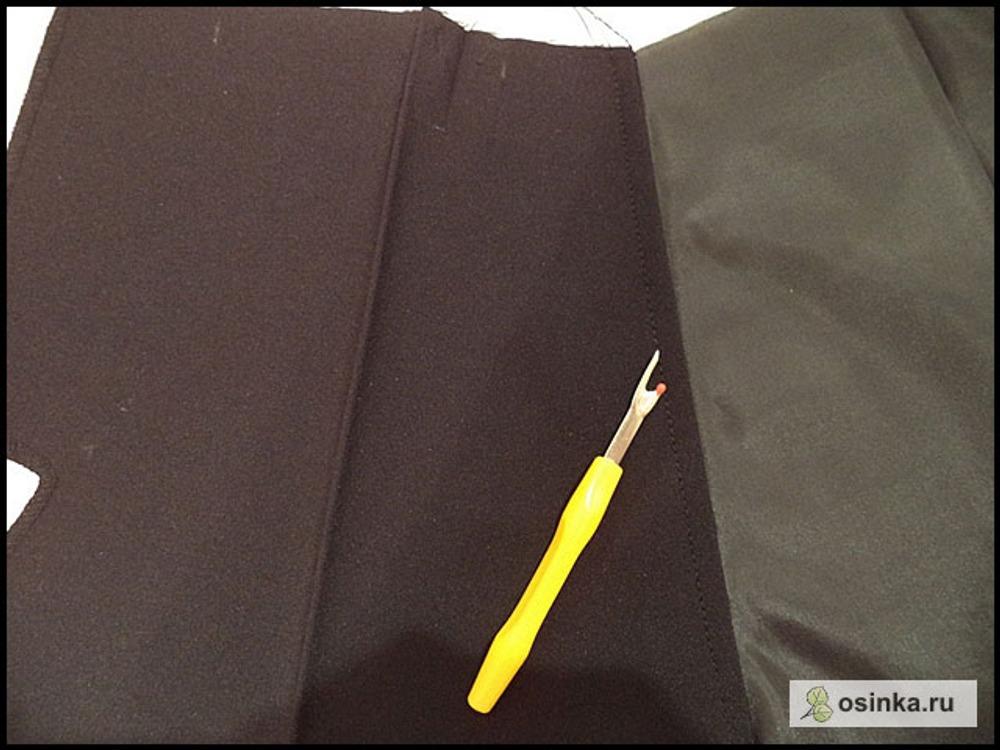 44. Отворачиваю мешковину в сторону и даю отстрочку по ПП и припускам, примерно на 0,5-0,7 см