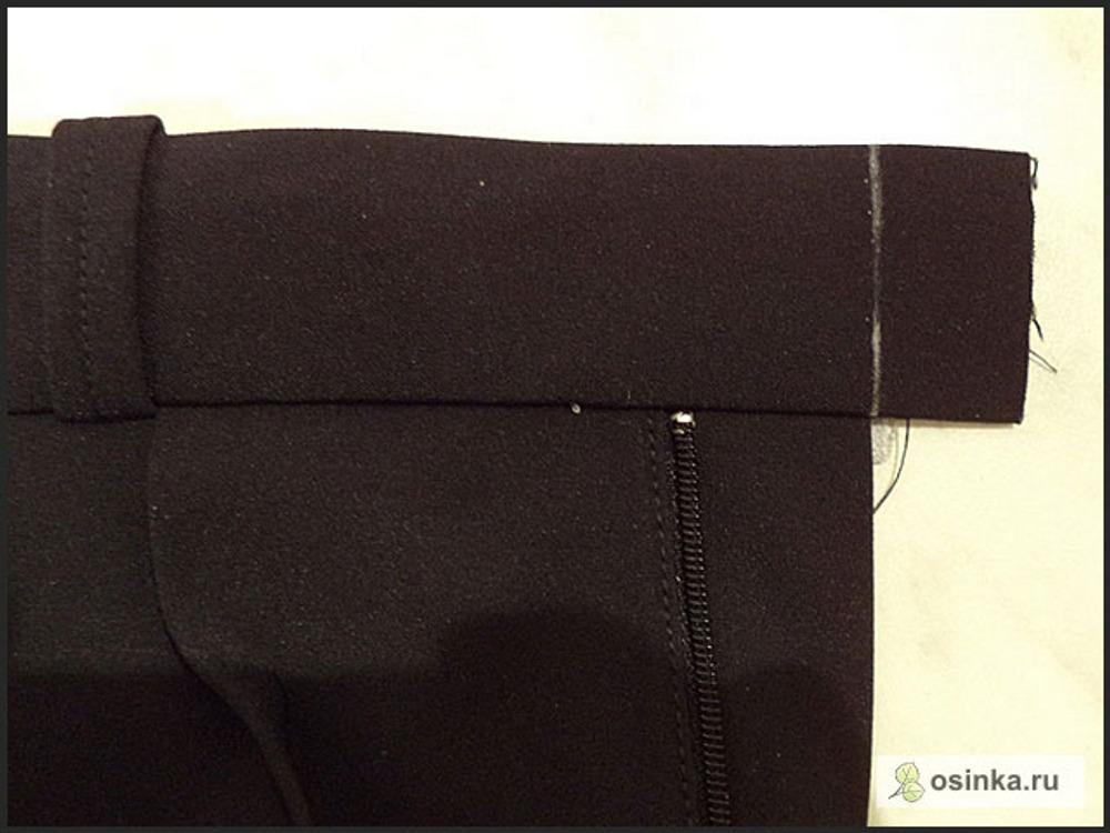 80. Теперь работаю с правой половинкой и с правой частью пояса. Провожу на поясе линию – продолжение подзора гульфика.