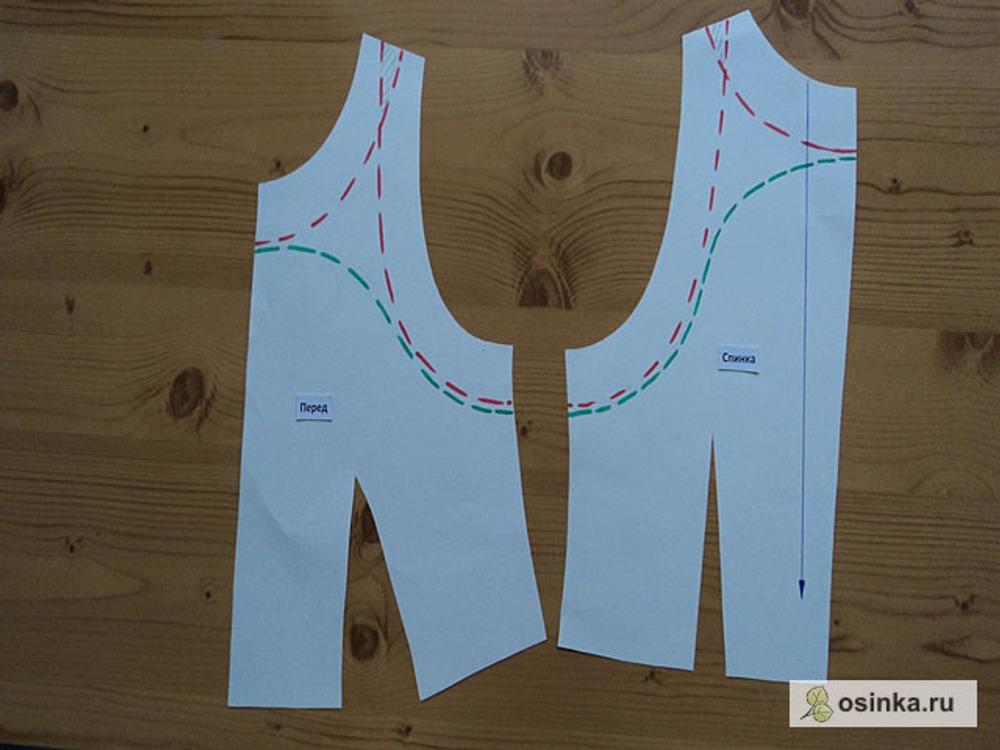 02. Конечно, можно построить обтачки горловины и проймы отдельно друг от друга (красный пунктир),  ширина обтачки при этом 3-4 см, но тогда получается очень много деталей (легко запутаться) и обрабатывать придётся отдельно горловину и проймы. Если же плечо в изделии довольно узкое, то в этом случае обтачки в области плеча будут накладываться одна на другую (этот участок выделен штриховкой) - это приведёт к излишней толщине. Поэтому целесообразно объединить обтачку горловины с обтачкой проймы (зелёный пунктир), при этом ширина обтачек остаётся неизменной.