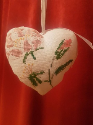 Фото. Шиповник - вышитая валентинка. Автор работы - valevsky