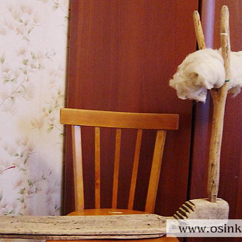 Прялка, готовая к работе – садимся на донце так, чтобы кудель оказалась под левой рукой.